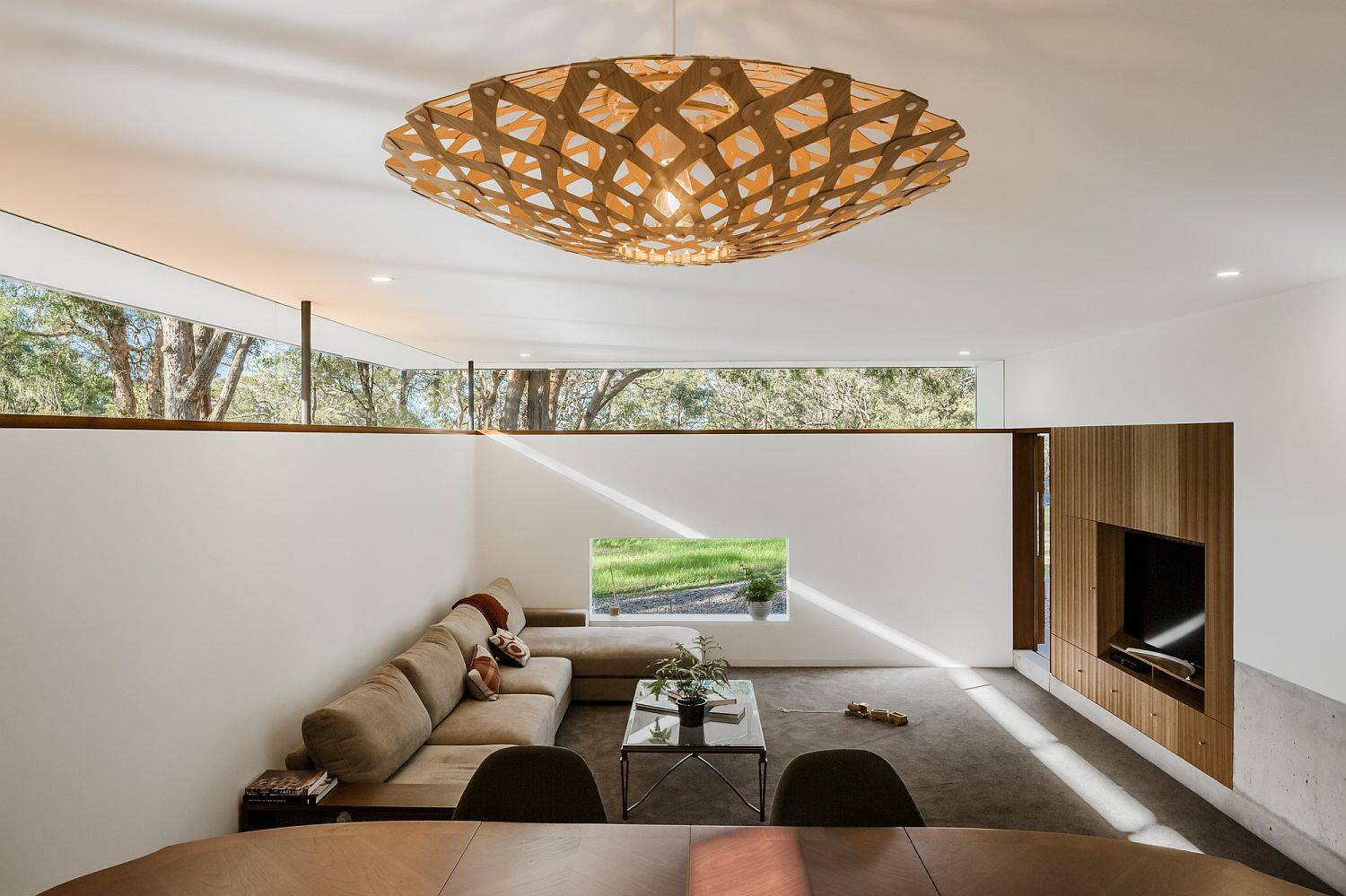 Use-clerestory-windows-to-add-both-brightness-and-greenery-to-the-modern-home-83811