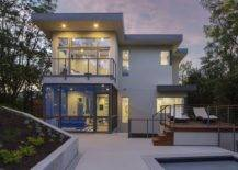 Lihat-belakang-cerita-of-the-fabulous-Rutherford-residence-in-Austin-Texas-dengan-dek-kontemporer-dan-kolam-40788-217x155