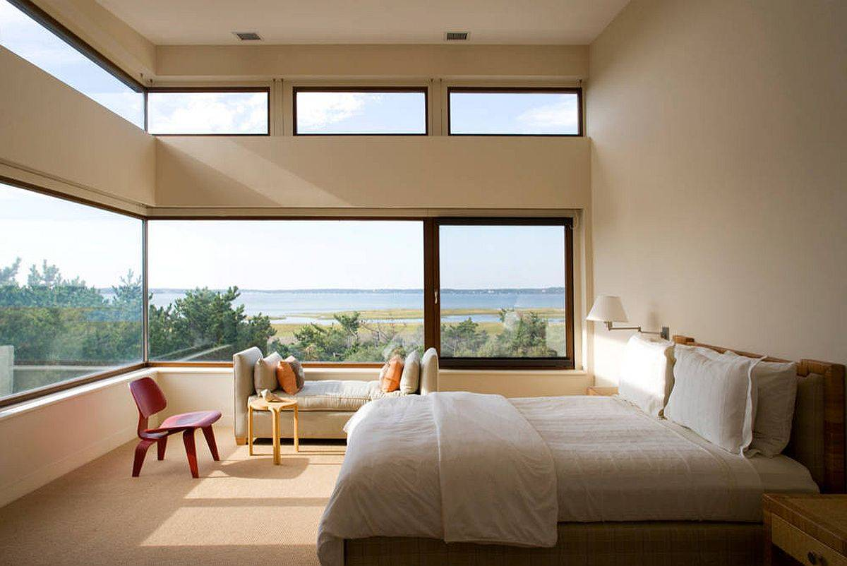 Wrap-around-windows-along-with-clerestory-windows-bring-stunning-scenery-into-this-bedroom-86688