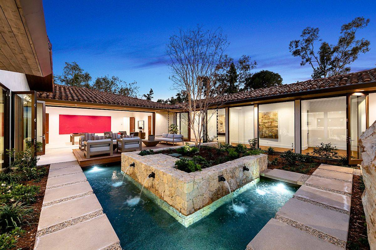 Awesome-courtyard-with-greenery-and-water-feature-cools-down-this-spacious-California-home-59587