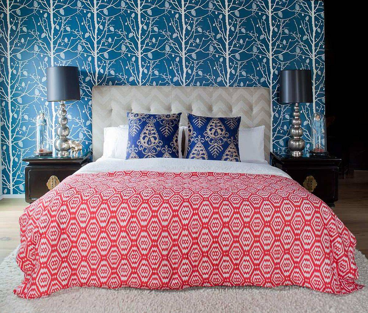 Colorful-bedding-backdrop-and-pillows-drive-out-any-sense-of-dullness-in-this-small-contemporary-bedroom-46233