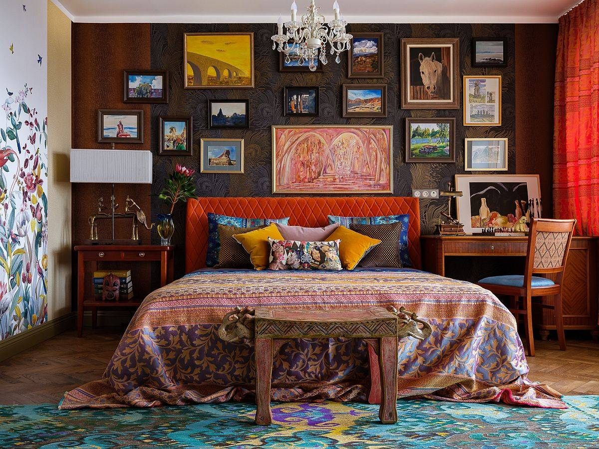 Eclectic-small-bedroom-in-Moscow-home-with-fabulous-gallery-wall-and-painted-walls-that-usher-in-ample-pattern-83415