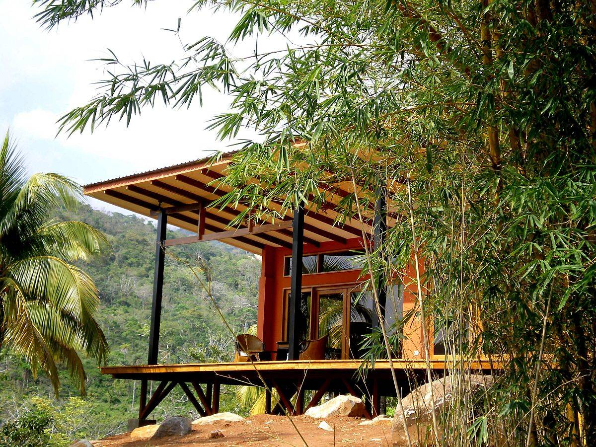Extended-roof-of-the-home-keeps-the-interior-cool-and-provides-a-shaded-outdoor-sitting-area-40692