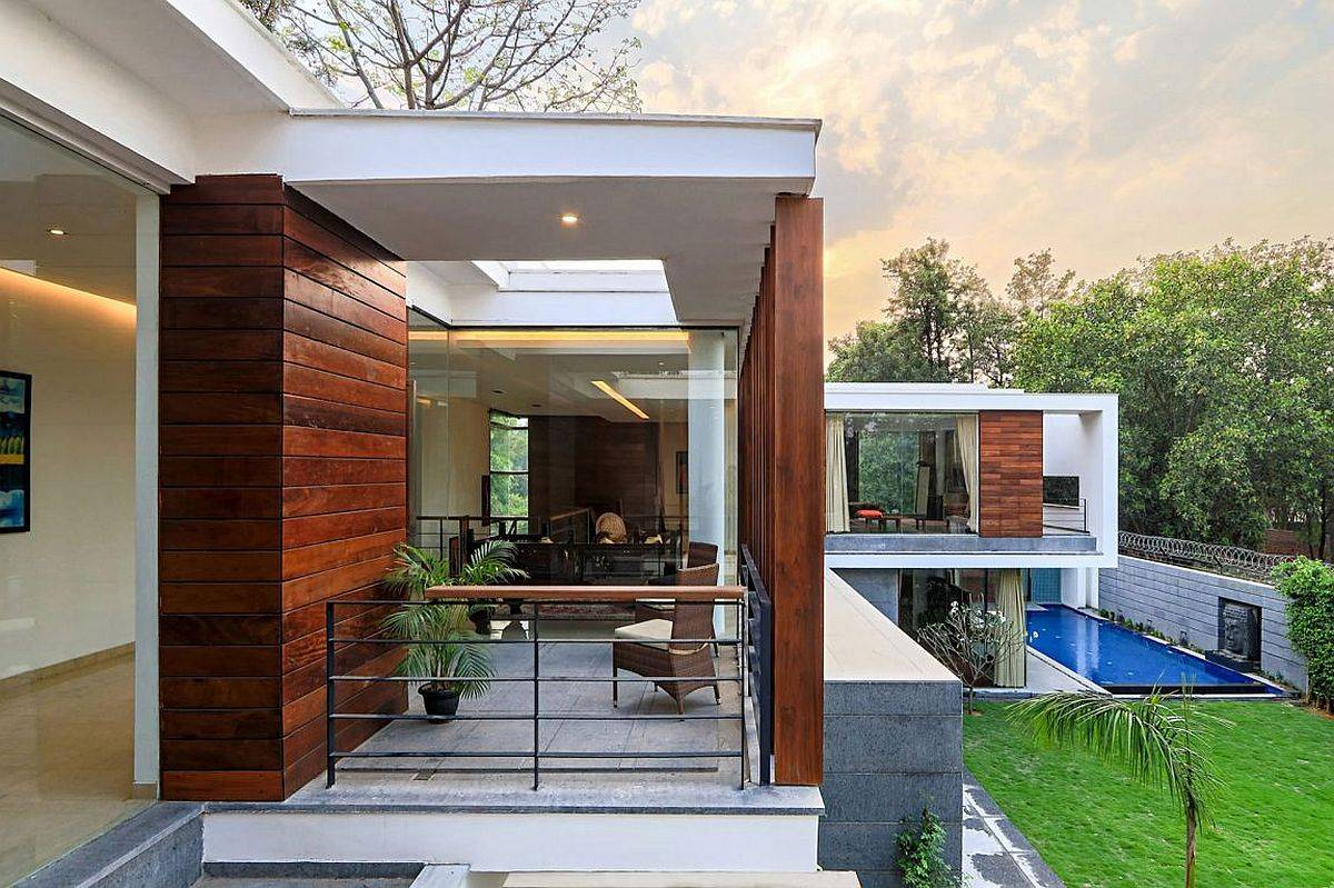 Home with moving wooden slats can adapt to changing weather with ease