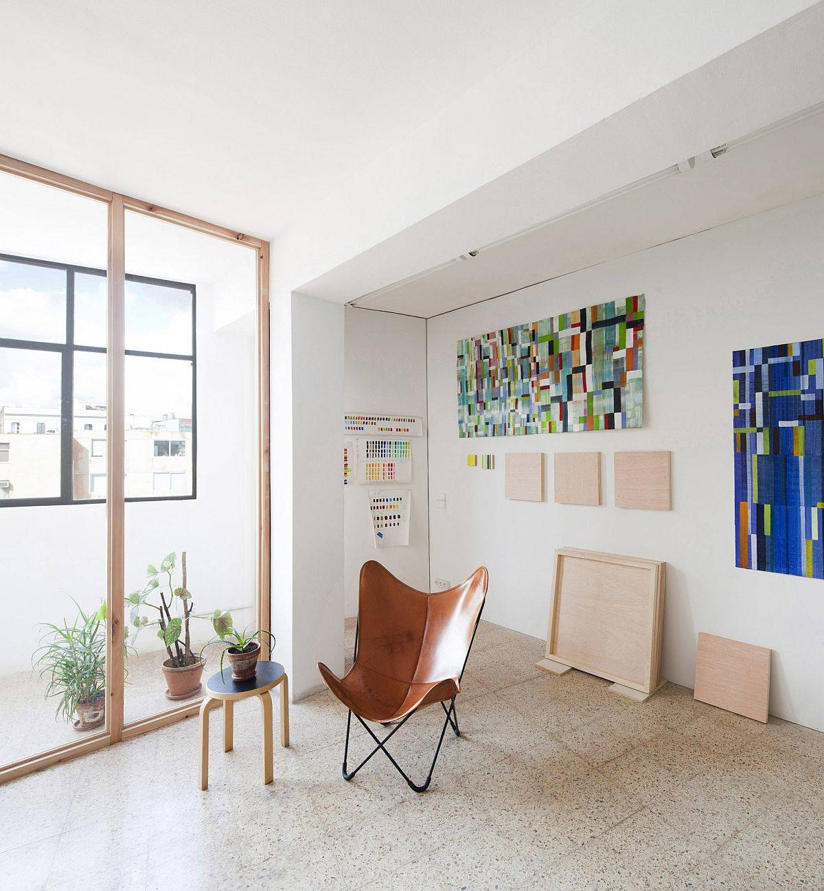 Improved-office-interior-with-fabulous-wall-art-pieces-and-the-iconic-Butterfly-chair-in-leather-88884