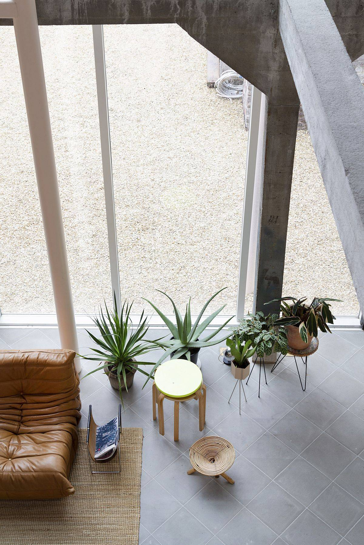 Innovative-decor-and-custom-additions-to-the-living-room-of-the-ShedBOX-House-34758