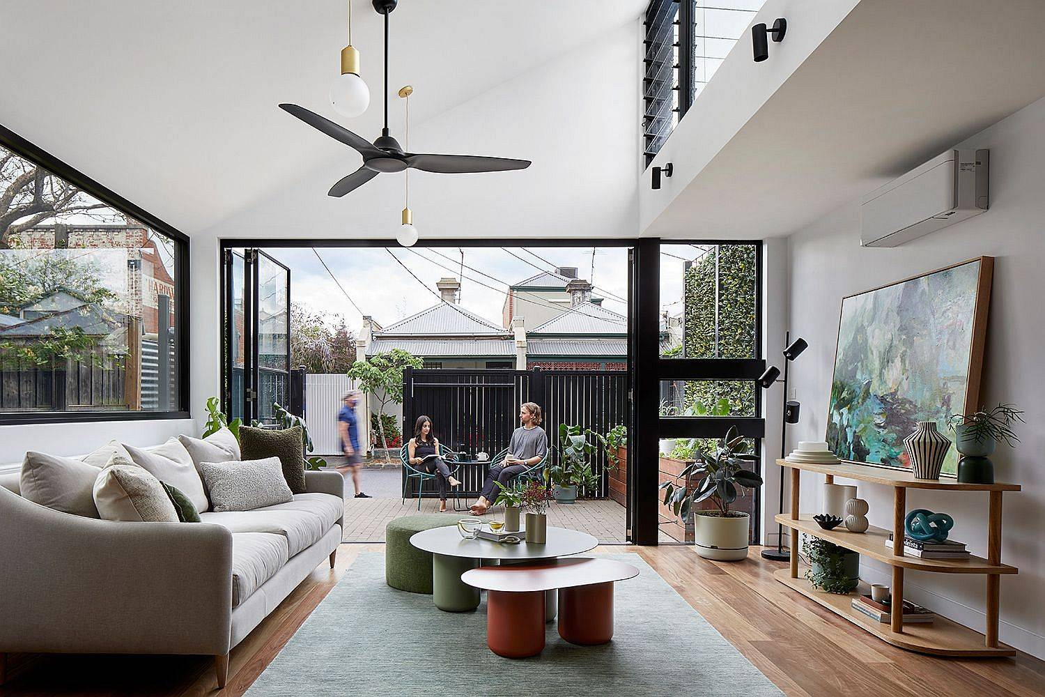 Living-room-flows-into-the-150-square-meter-terrace-that-is-bound-by-the-north-party-wall-31038