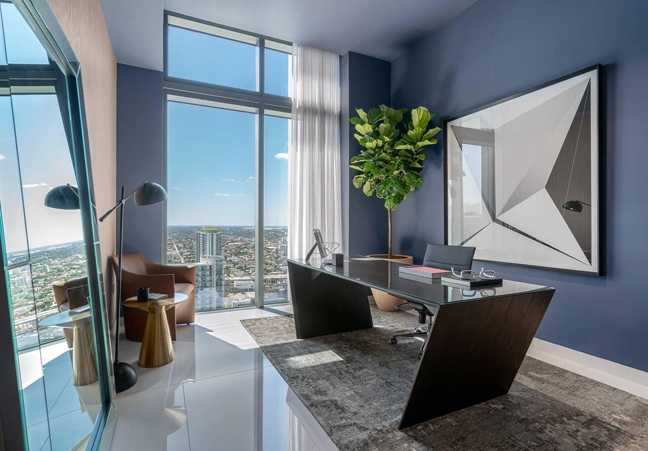Kantor rumah mewah dengan pemandangan