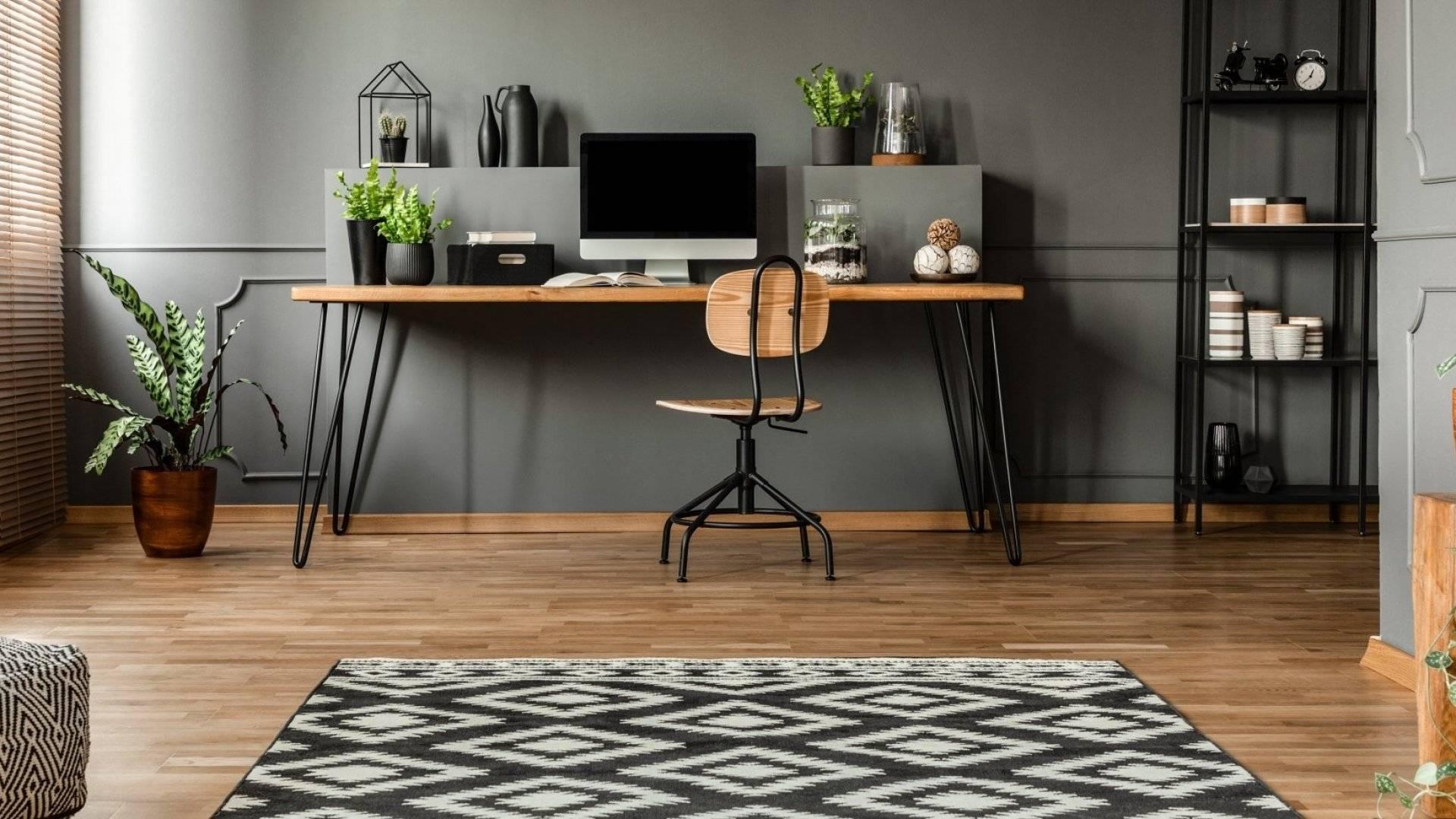 Kantor minimalis dengan tema warna gelap
