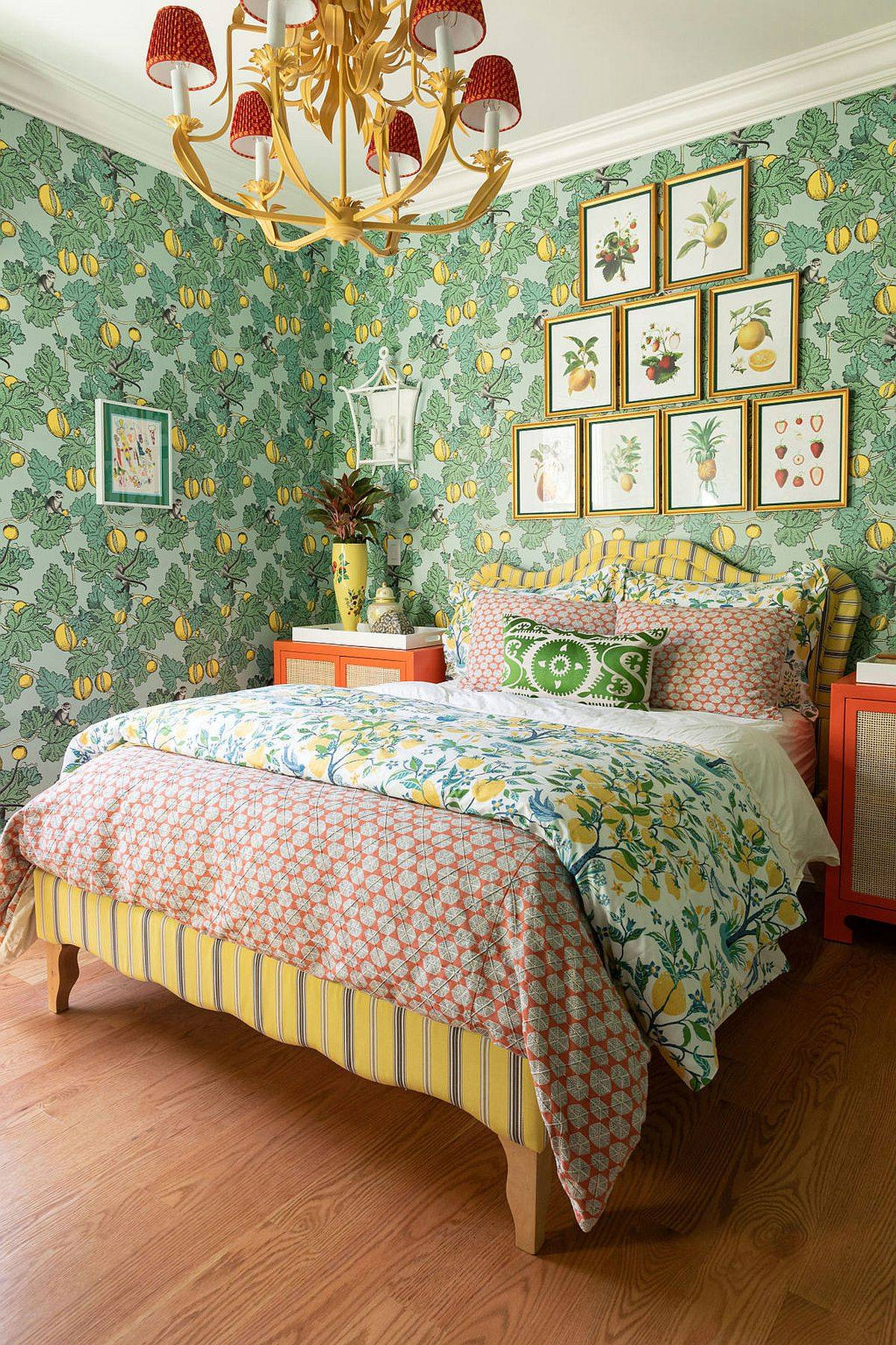 Nature-centric theme takes over the backdrop in this small bedroom