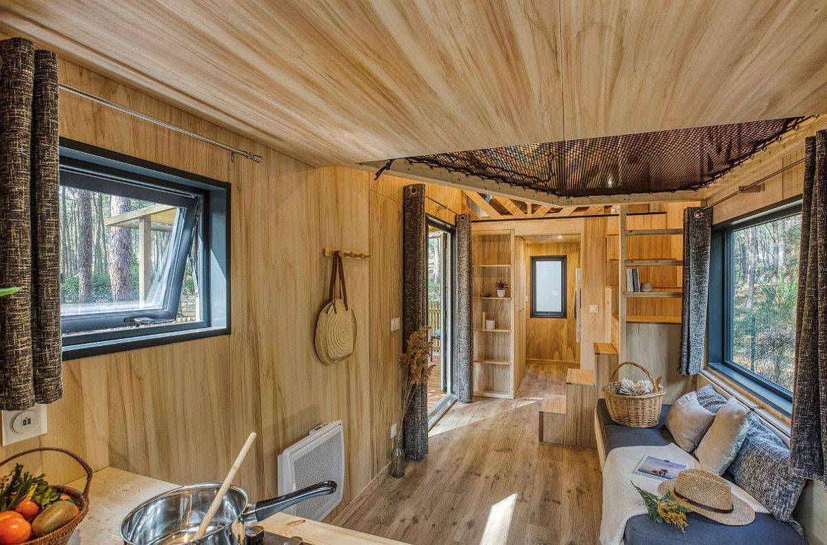Small-living-area-of-the-tiny-home-in-France-with-a-comfy-couch-86849