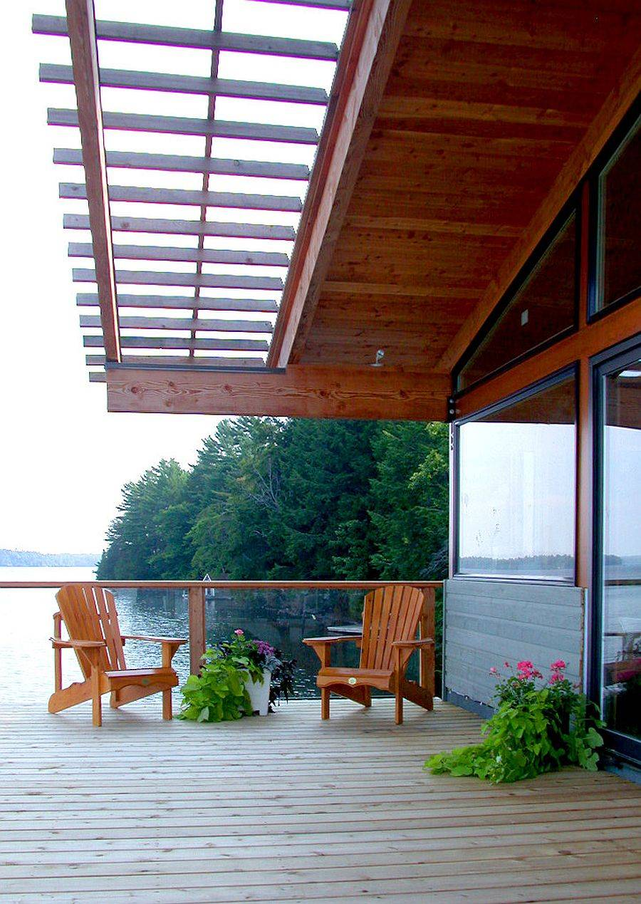 Smart shading of the house also offers all-weather protection for those on the deck