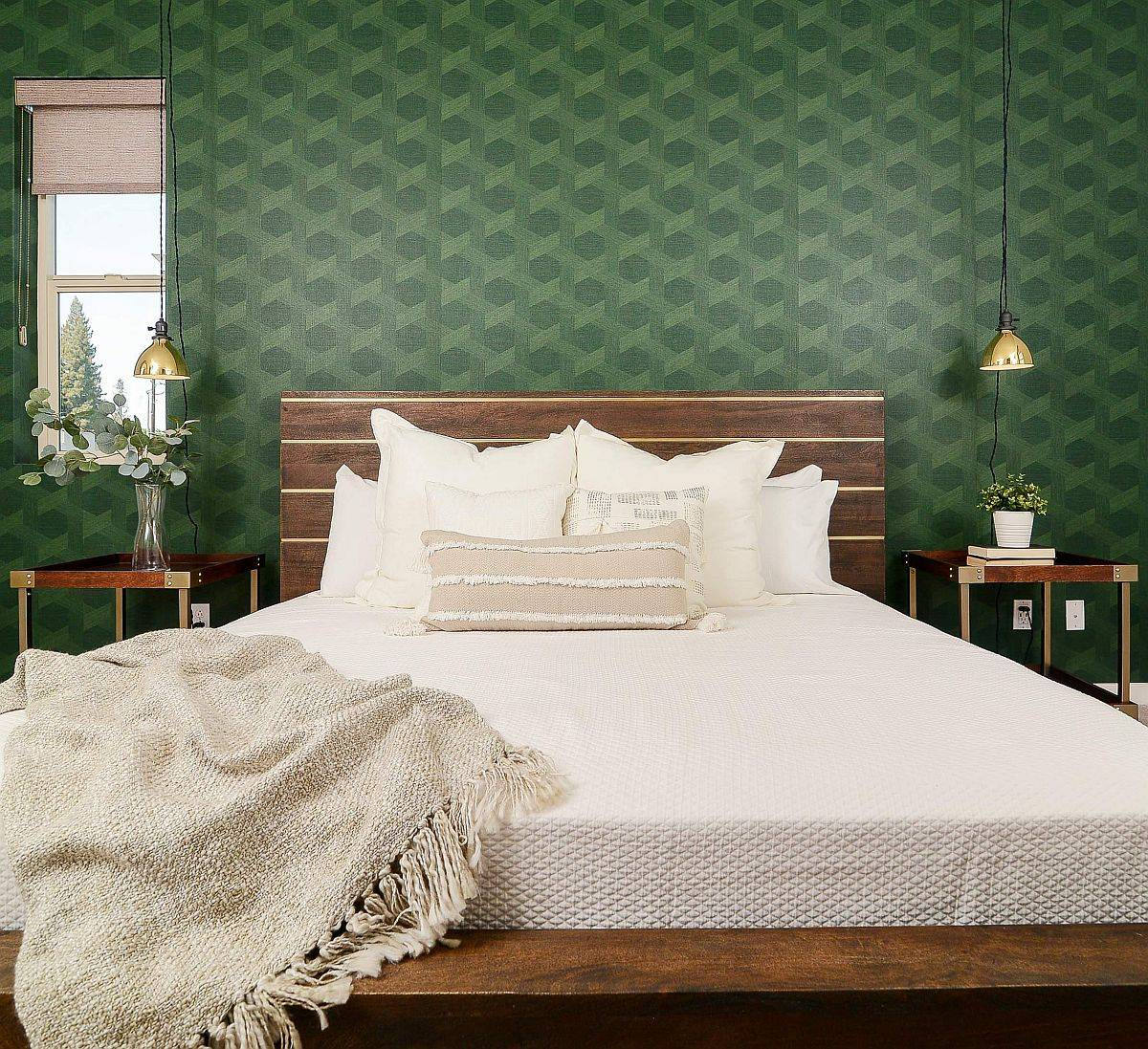 Using-wallpaper-to-add-green-goodness-to-the-spacious-modern-bedroom-21439