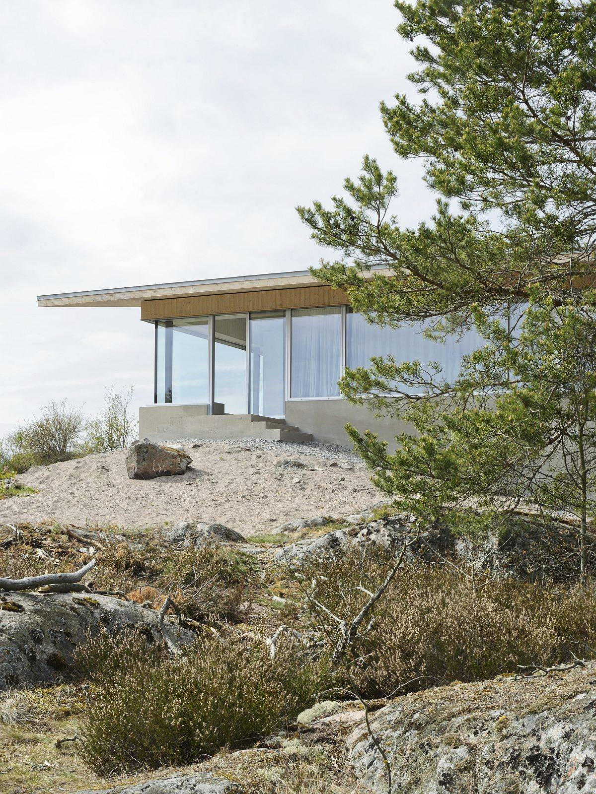 View-of-the-home-nestled-on-a-private-island-in-the-beautiful-Stockholm-archipelago-42839