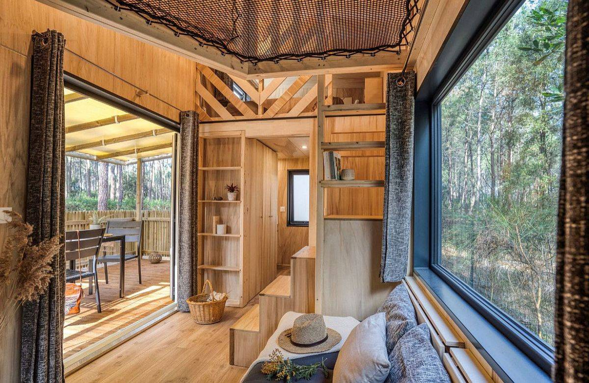 Window-ushers-the-outdoors-into-the-tiny-vacation-home-in-wood-20273