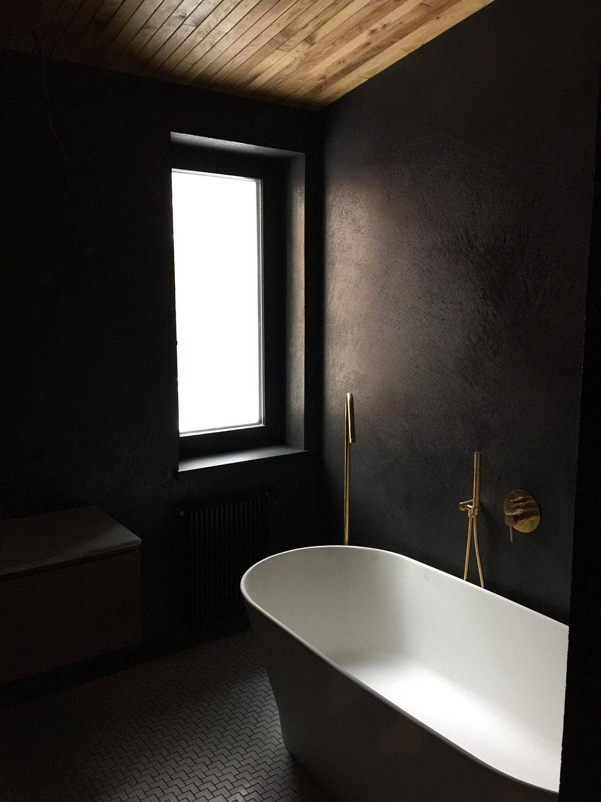 modern-bathroom-of-the-home-in-black-and-white-with-a-wooden-ceiling-26894