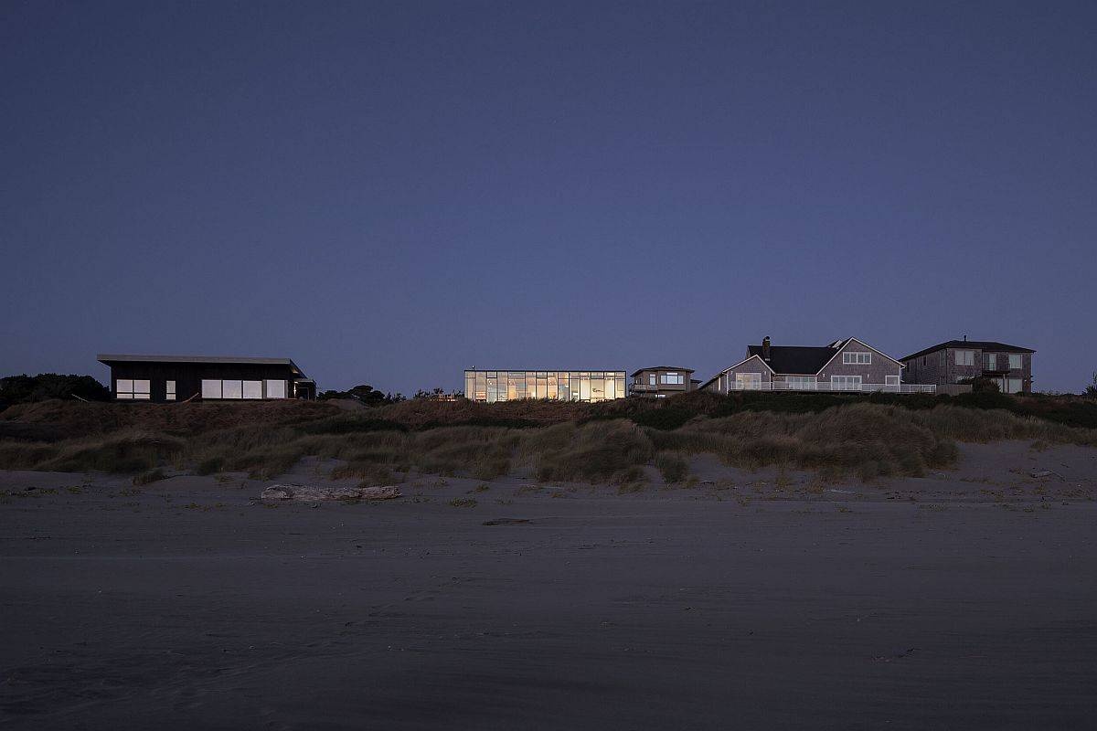 Access-to-the-beach-makes-life-at-the-Coastal-home-even-more-special-25340