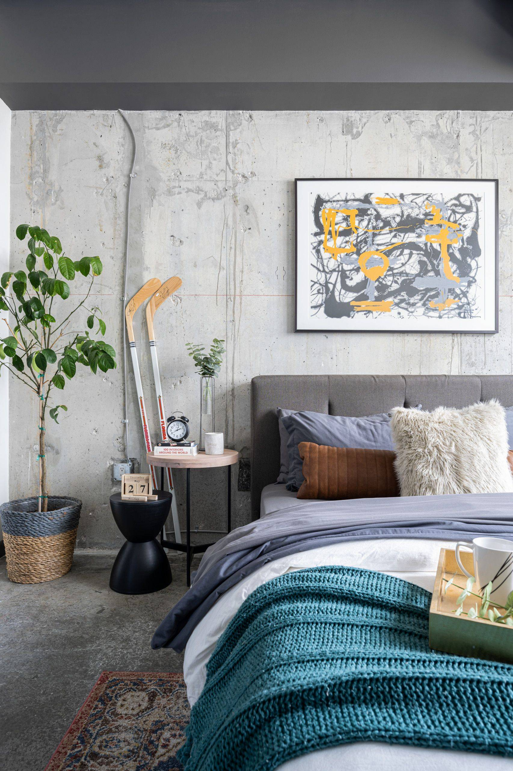 Adding-a-plant-in-the-corner-is-never-a-bad-idea-in-the-industrial-bedroom-64556