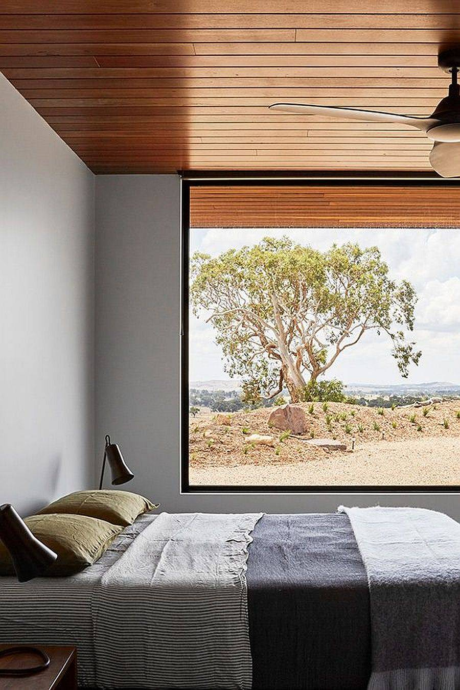 Bedroom-of-the-house-with-large-widnows-that-bring-the-views-in-32177