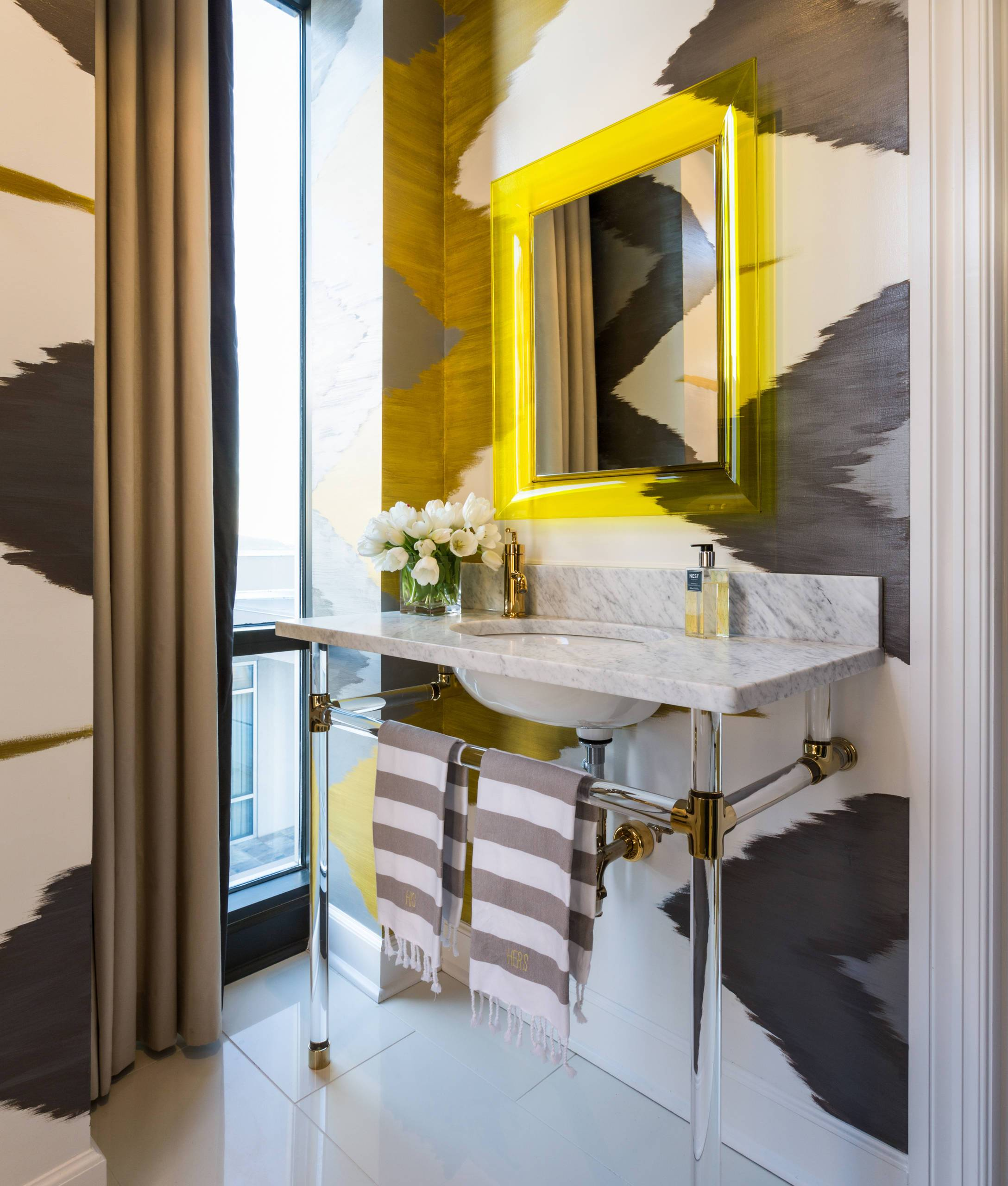 Bold-wallpaper-in-black-an-white-brings-intrigue-and-pattern-to-this-small-contemporary-bathroom-44057