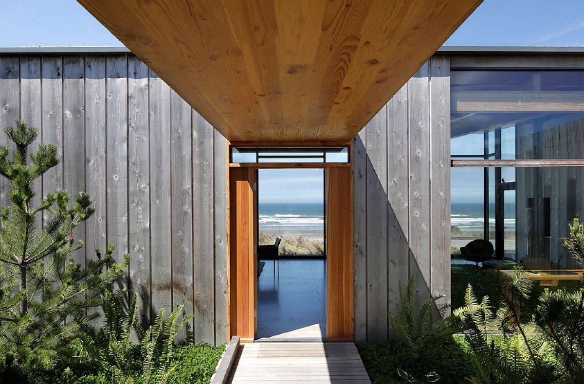 Covered-walkway-leading-to-the-living-area-offers-spectacular-Pacific-views-35795