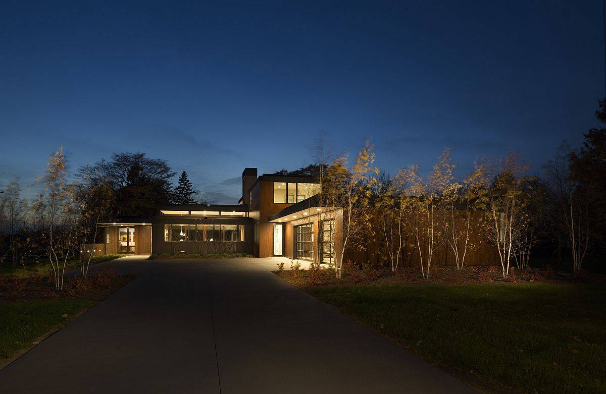 Curated-landscape-and-entry-leading-to-the-creative-modern-home-41340