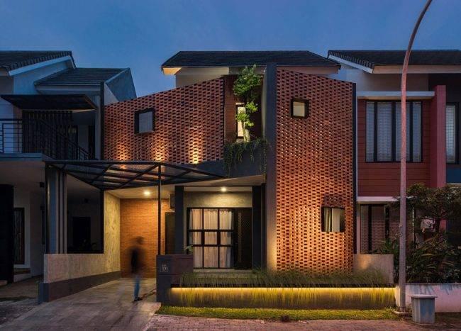 Custom-street-facade-of-the-DJ-House-designed-bySTUDIE-in-Indonesia-80448-217x155