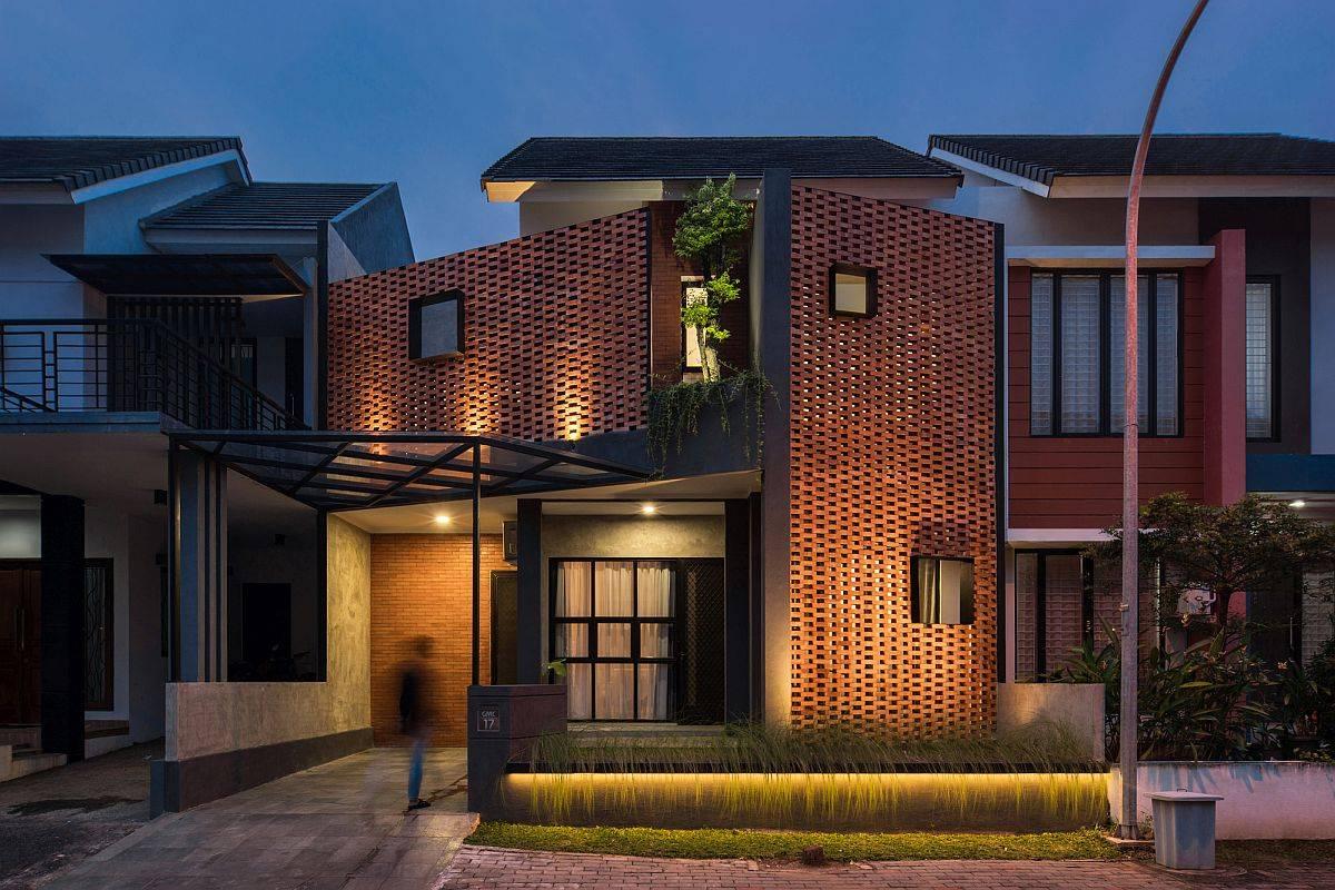 Custom-street-facade-of-the-DJ-House-designed-bySTUDIE-in-Indonesia-80448