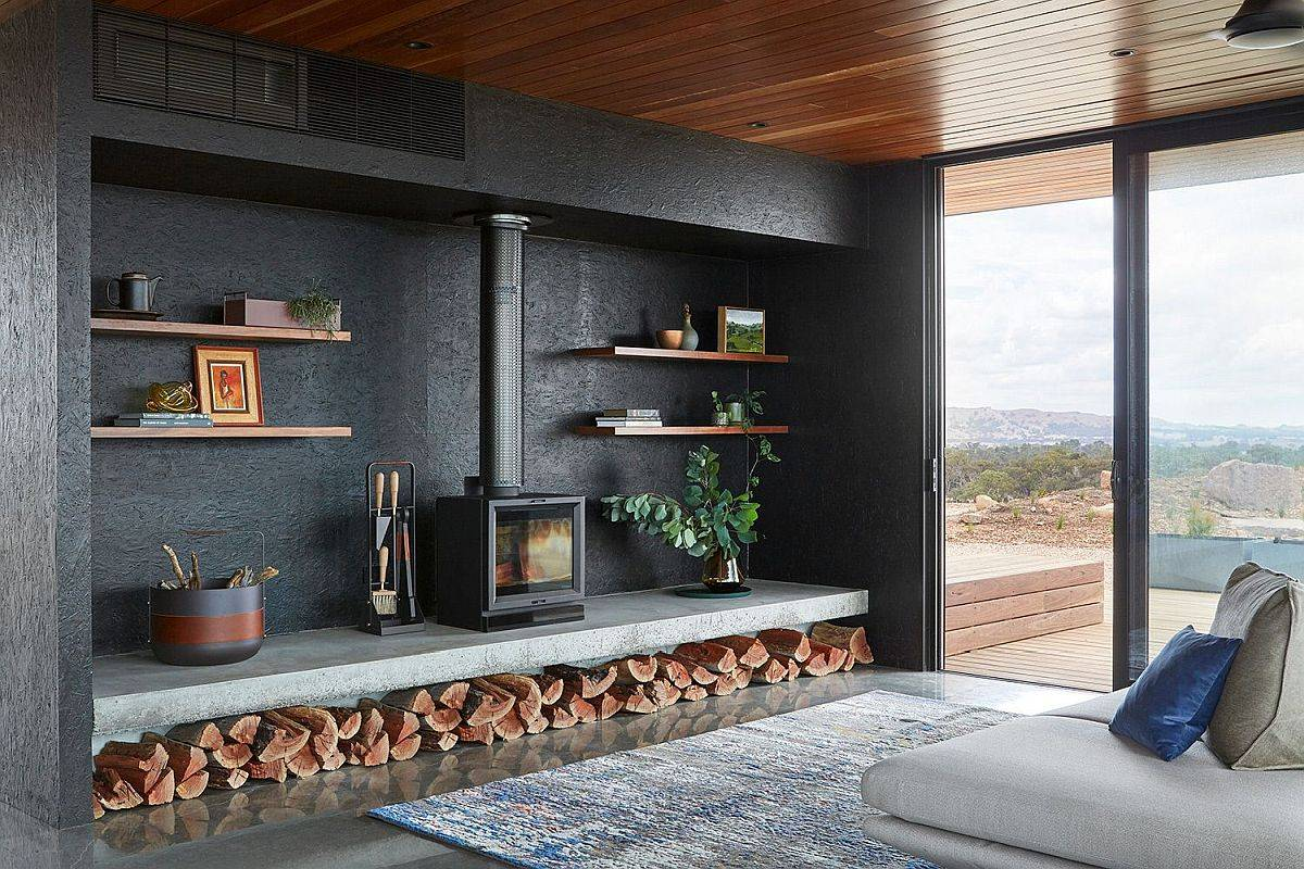 Dark-elements-of-the-house-contrast-beuatifully-the-spotted-gum-finishes-both-on-the-inside-and-outdoors-43419