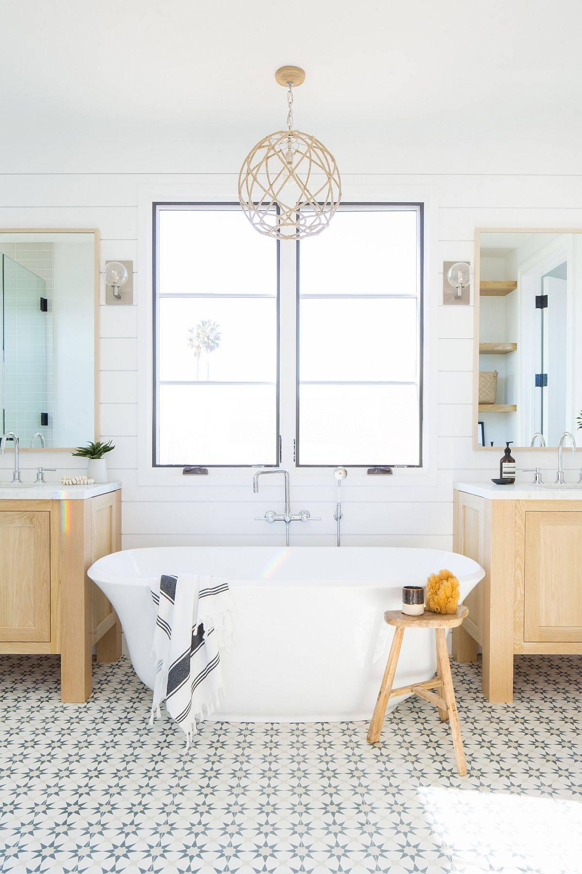 Fabulous-freestanding-bathtub-in-white-for-the-small-modern-farmhouse-bathroom-91443