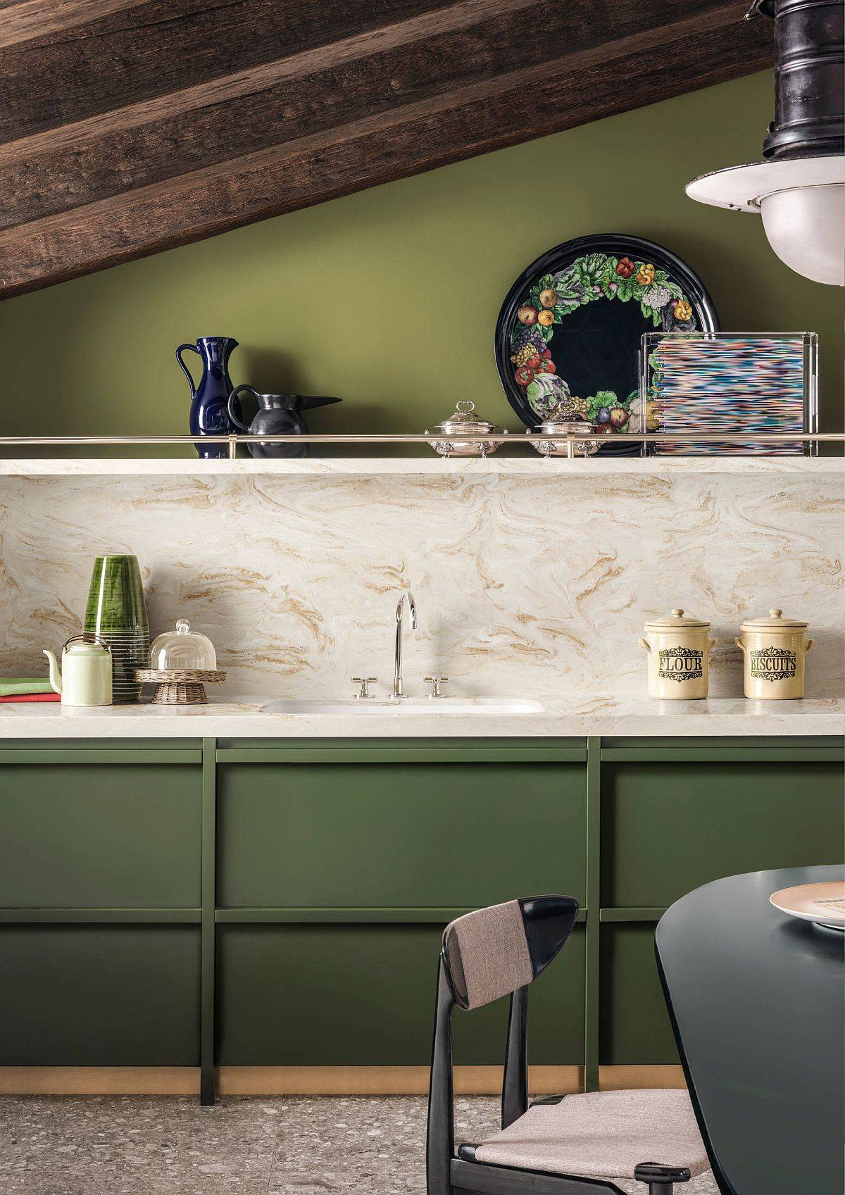 Fabulous-midcentury-modern-kitchen-in-green-with-white-backsplash-34271