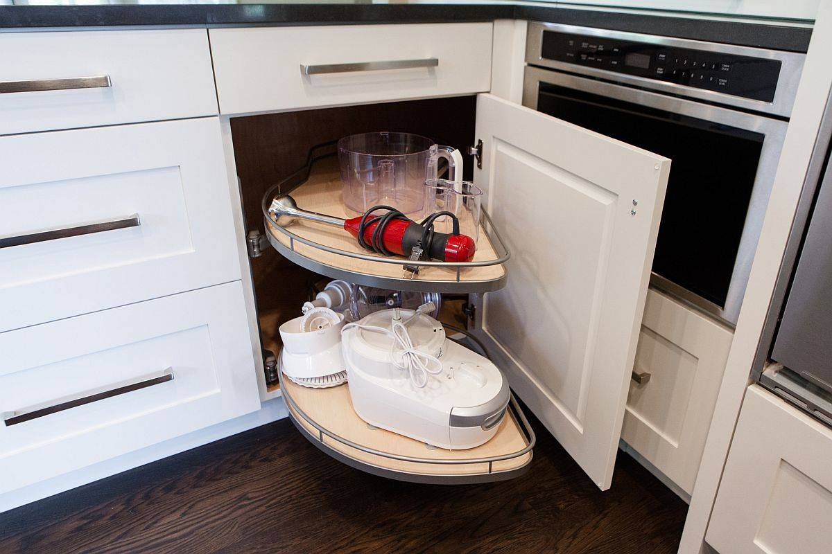 Find-a-Lazy-Susan-cabinet-that-fits-the-scope-of-your-kitchen-96508