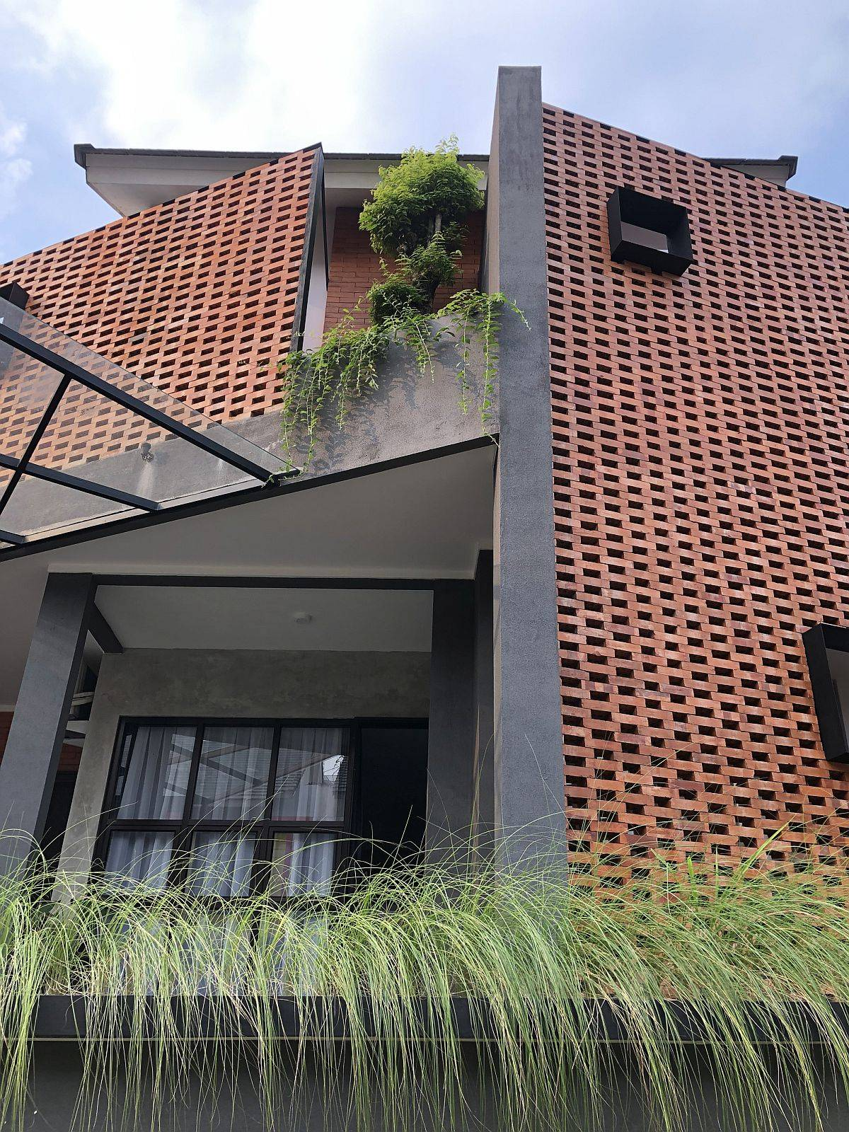 Give-the-home-a-whole-new-look-with-an-innovative-brick-facade-98077