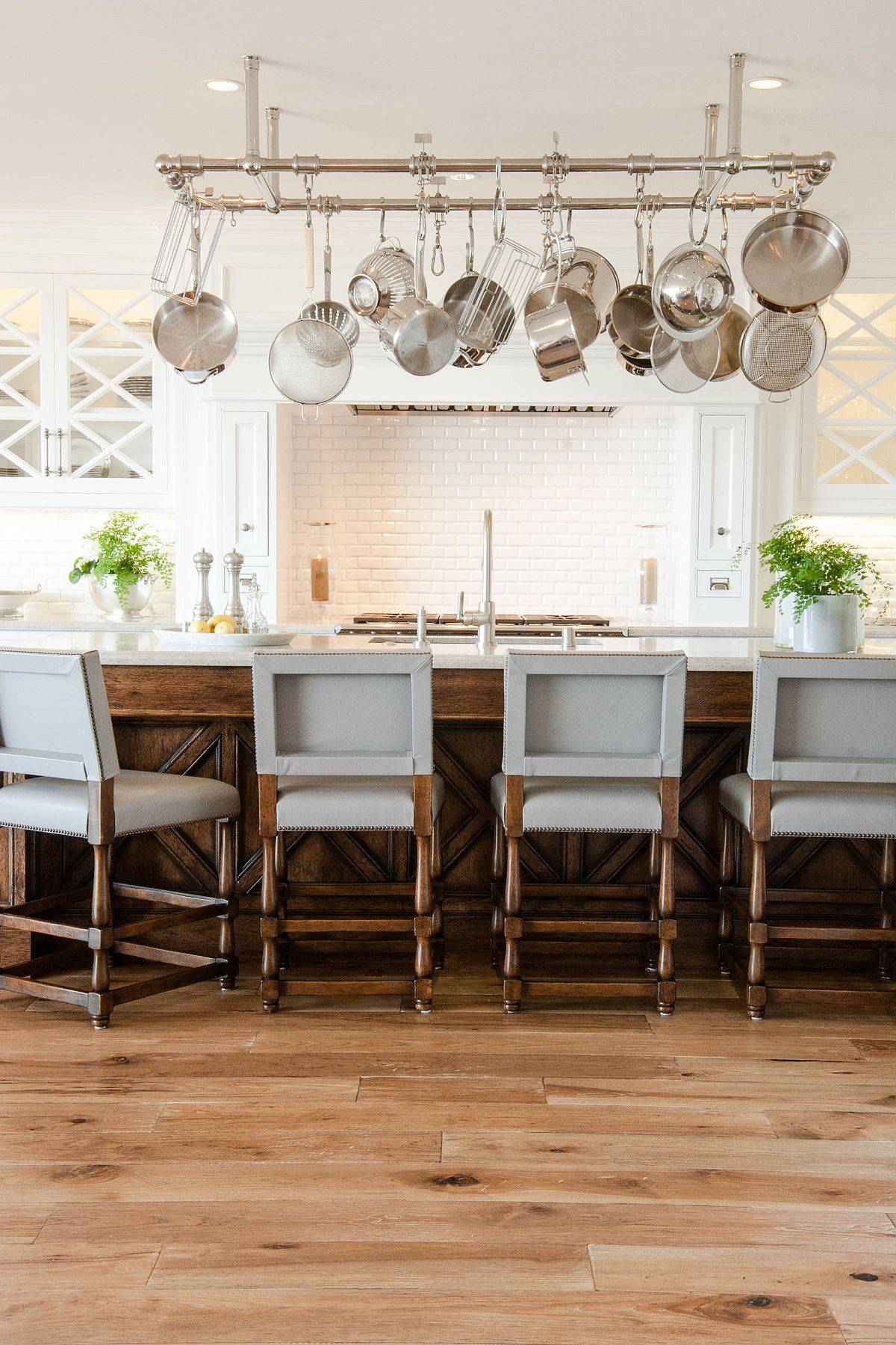 Gorgeous-beach-style-kitchen-with-a-suspended-pot-rack-that-adds-plenty-of-sparkle-49743