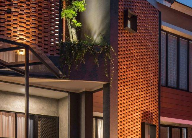 Gorgeously-lit-brick-facade-of-the-home-after-sunset-47899-217x155