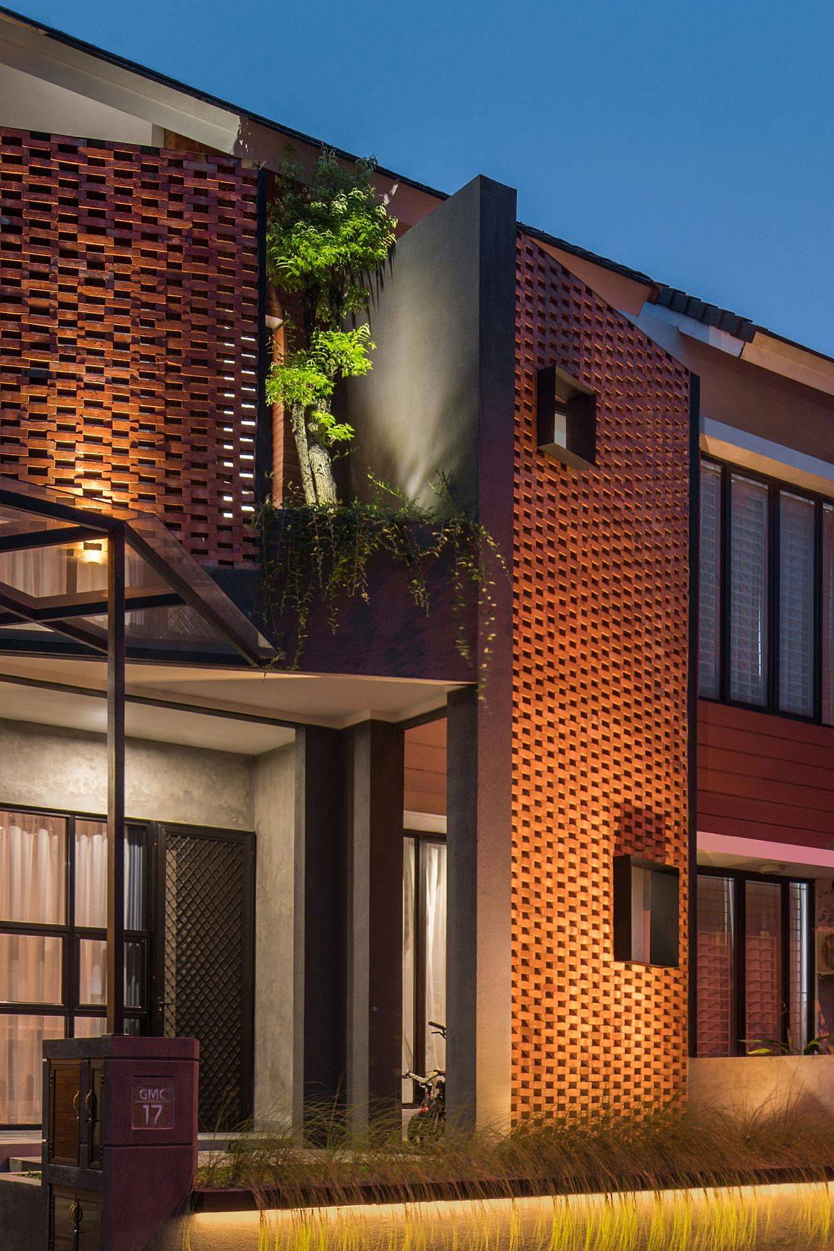 Gorgeously-lit-brick-facade-of-the-home-after-sunset-47899