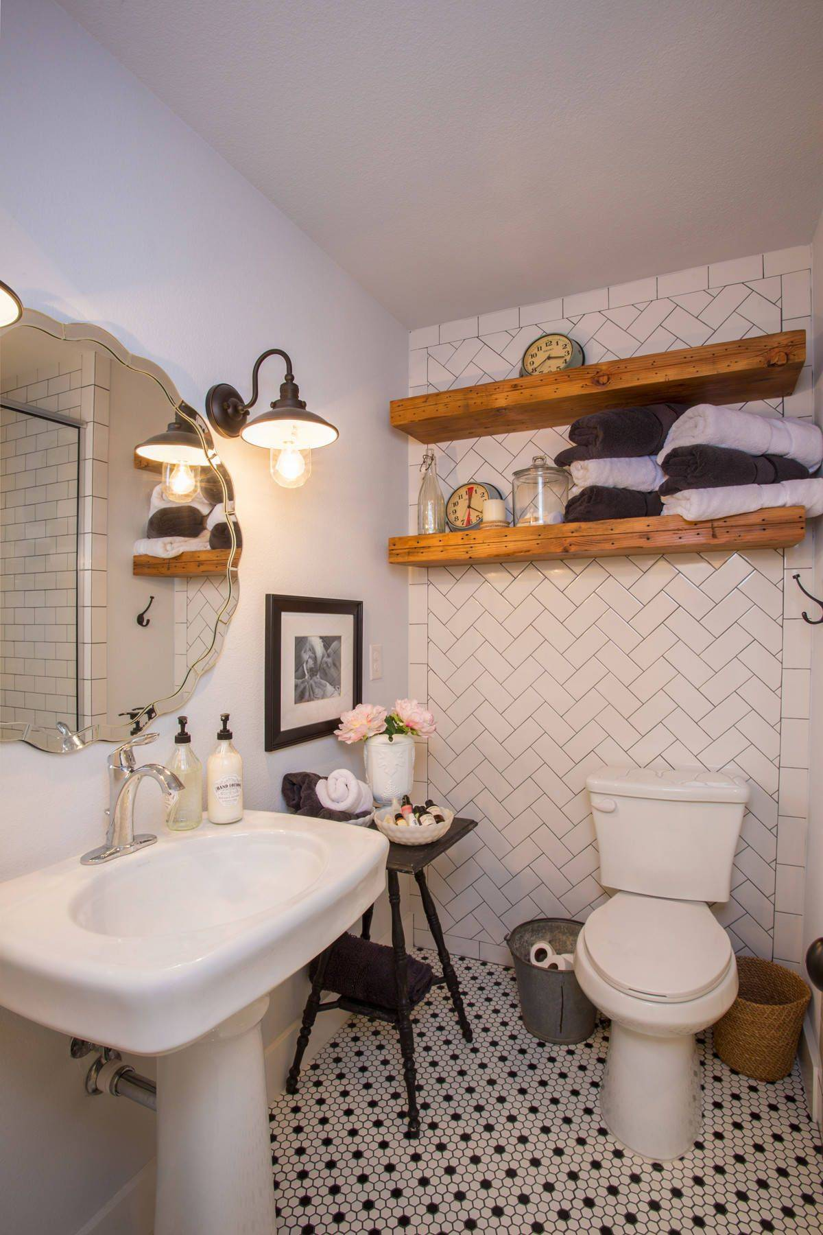 Herringbone-layout-of-white-tiles-in-the-backdrop-creates-a-unique-appeal-inside-this-bathroom-26517