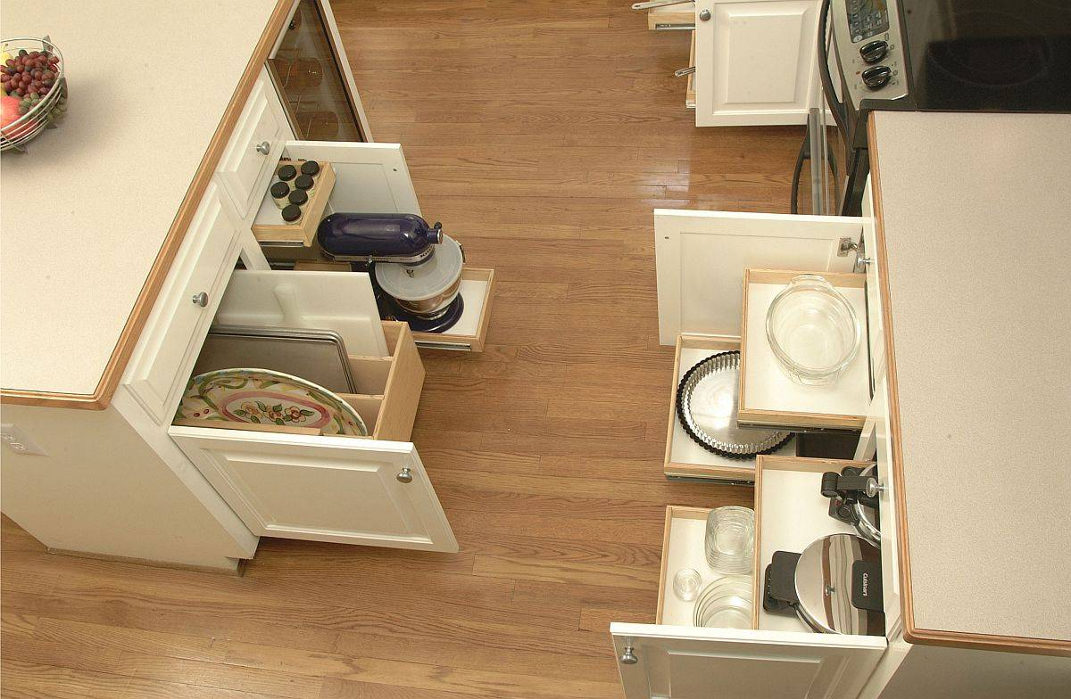Innovative-shelves-glide-out-when-needed-to-save-space-in-this-contemporary-kitchen-36489