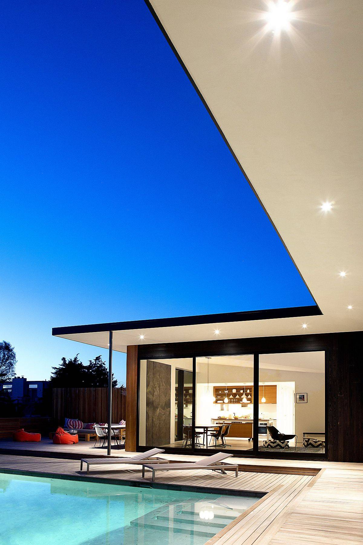 L-shaped-design-of-the-home-creates-a-private-and-specaious-pool-area-73232