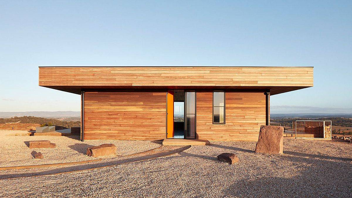 Lovely-fire-resistant-spotted-gum-timber-on-the-outside-is-tboth-an-aesthetic-and-functional-choice-70971