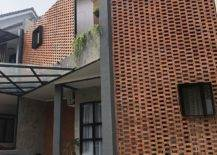 Lovely-interlocking-brick-facade-makes-an-instant-visual-impact-after-renovation-47126-217x155