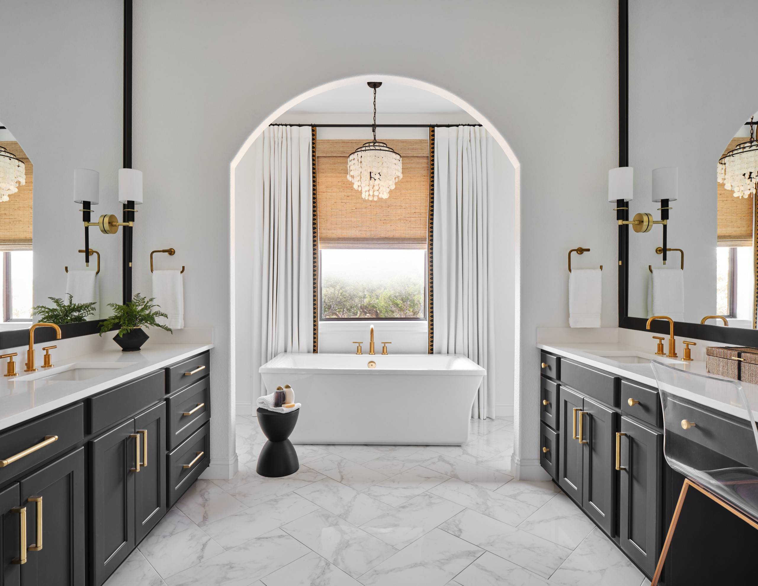 Lovely-use-of-archway-in-the-master-bathroom-makes-a-grand-visual-impact-53650