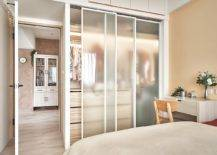 Modern-space-savvy-bedroom-idea-with-custom-wardrobe-that-features-frosted-glass-doors-64783-217x155