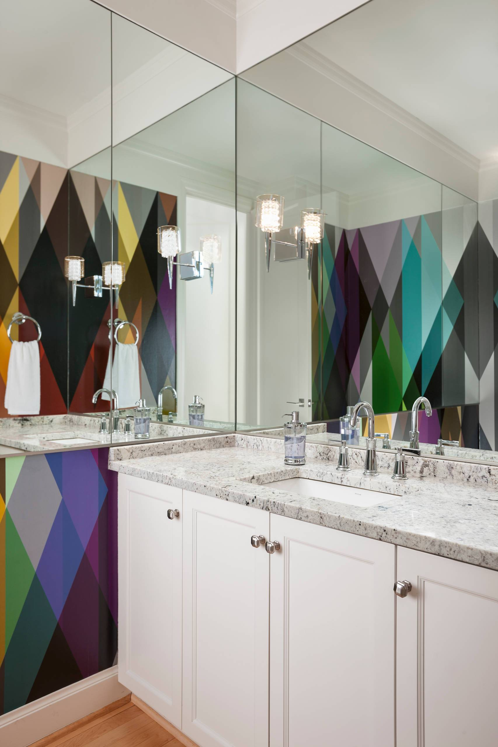 Multi-colored-snazzy-wallpaper-for-the-modern-bathroom-in-white-27004