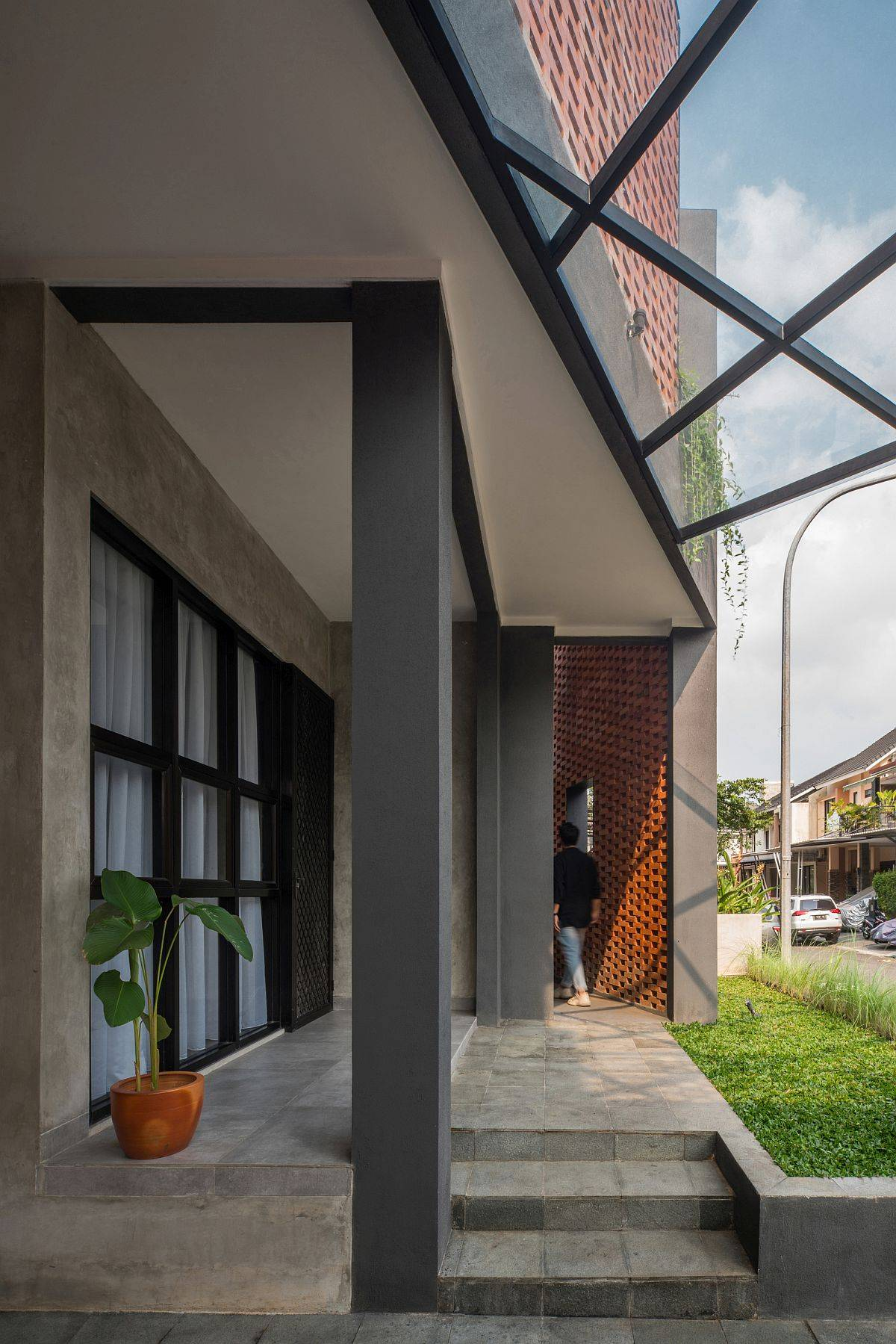 Renovated-home-in-Indonesia-with-a-brick-facade-that-makes-plenty-of-difference-to-its-visual-appeal-85639