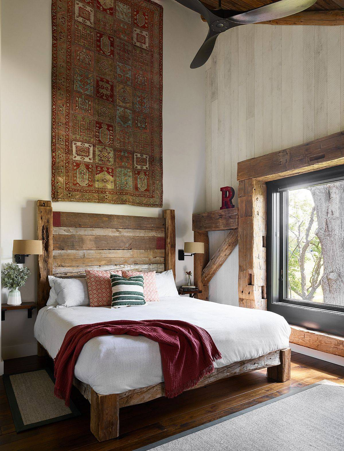 Rustic-style-bedrooms-are-both-cozy-and-rugged-at-the-same-time-65802