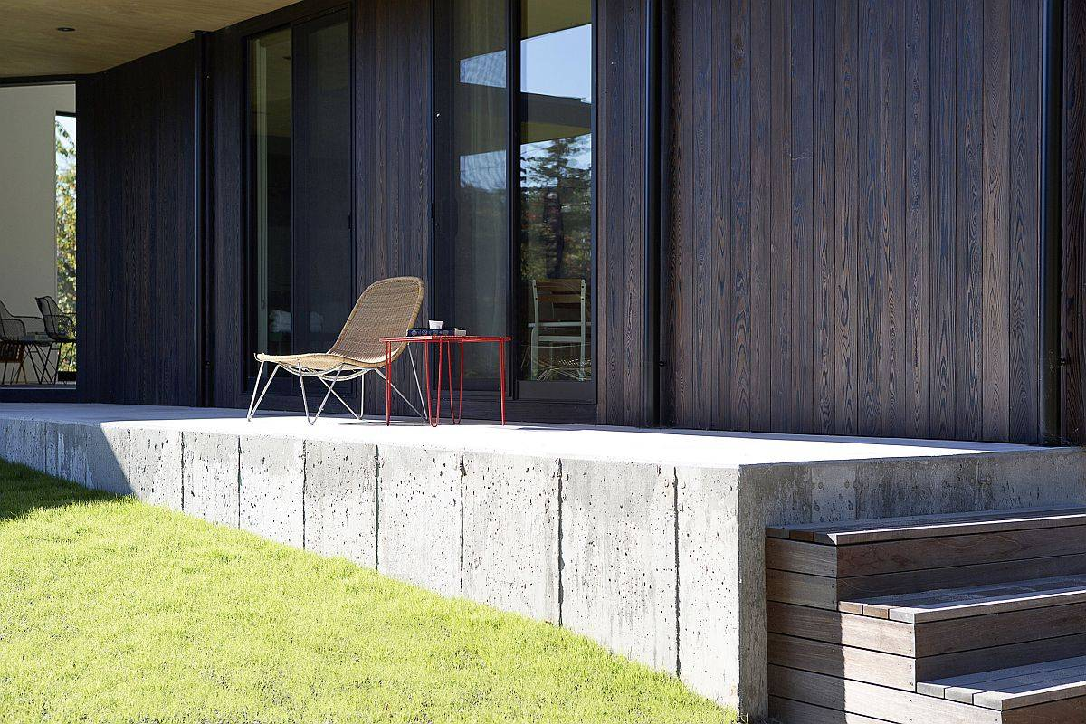 Shou-shugi-ban-cypress-siding-coupled-with-concrete-shapes-the-exterior-of-the-house-47211