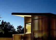 Shou-shugi-ban-cypress-siding-gives-the-weekend-retreat-in-Hamptons-a-cozy-modern-appeal-81119-217x155