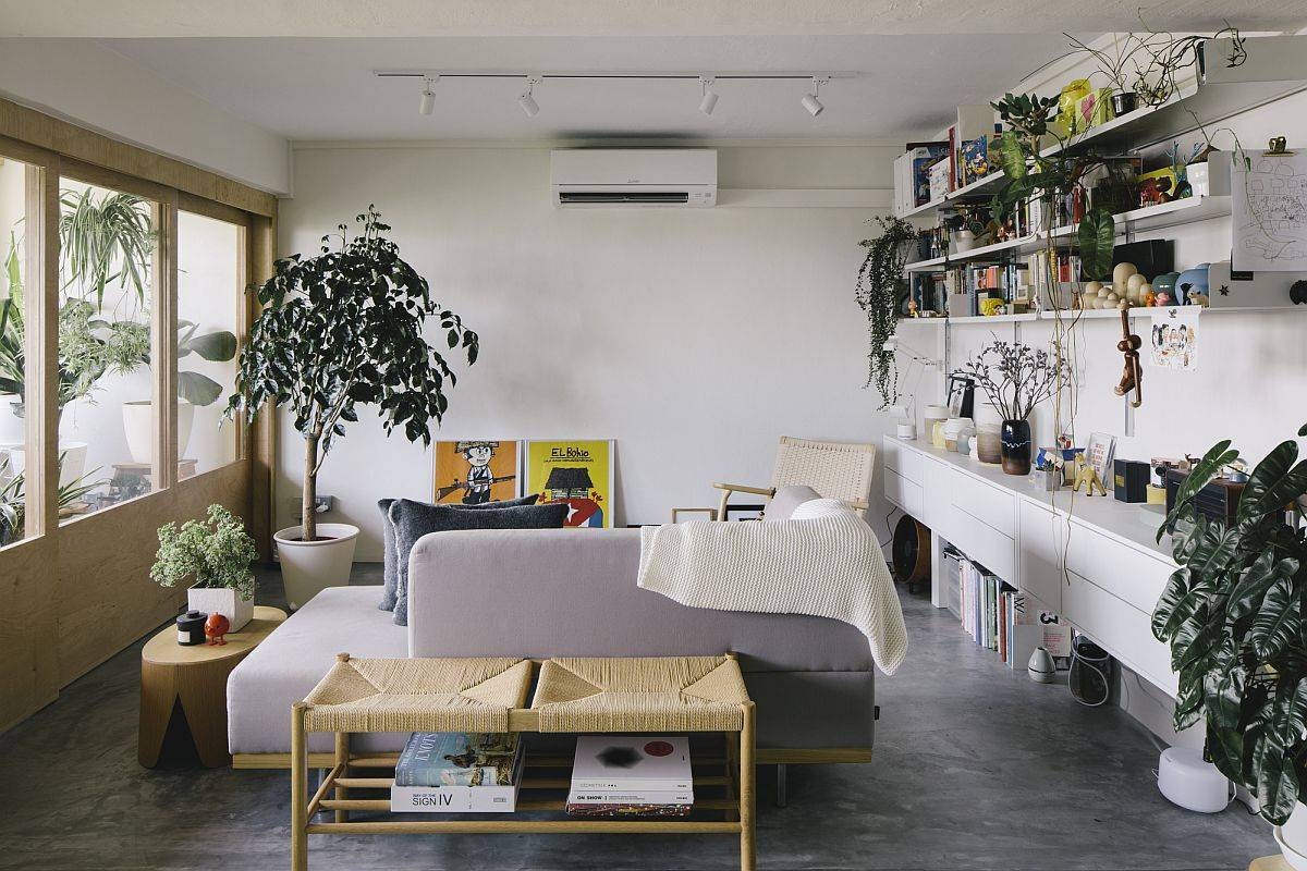 Small-sectional-and-modern-decor-keep-the-living-room-understated-and-cheerful-38767
