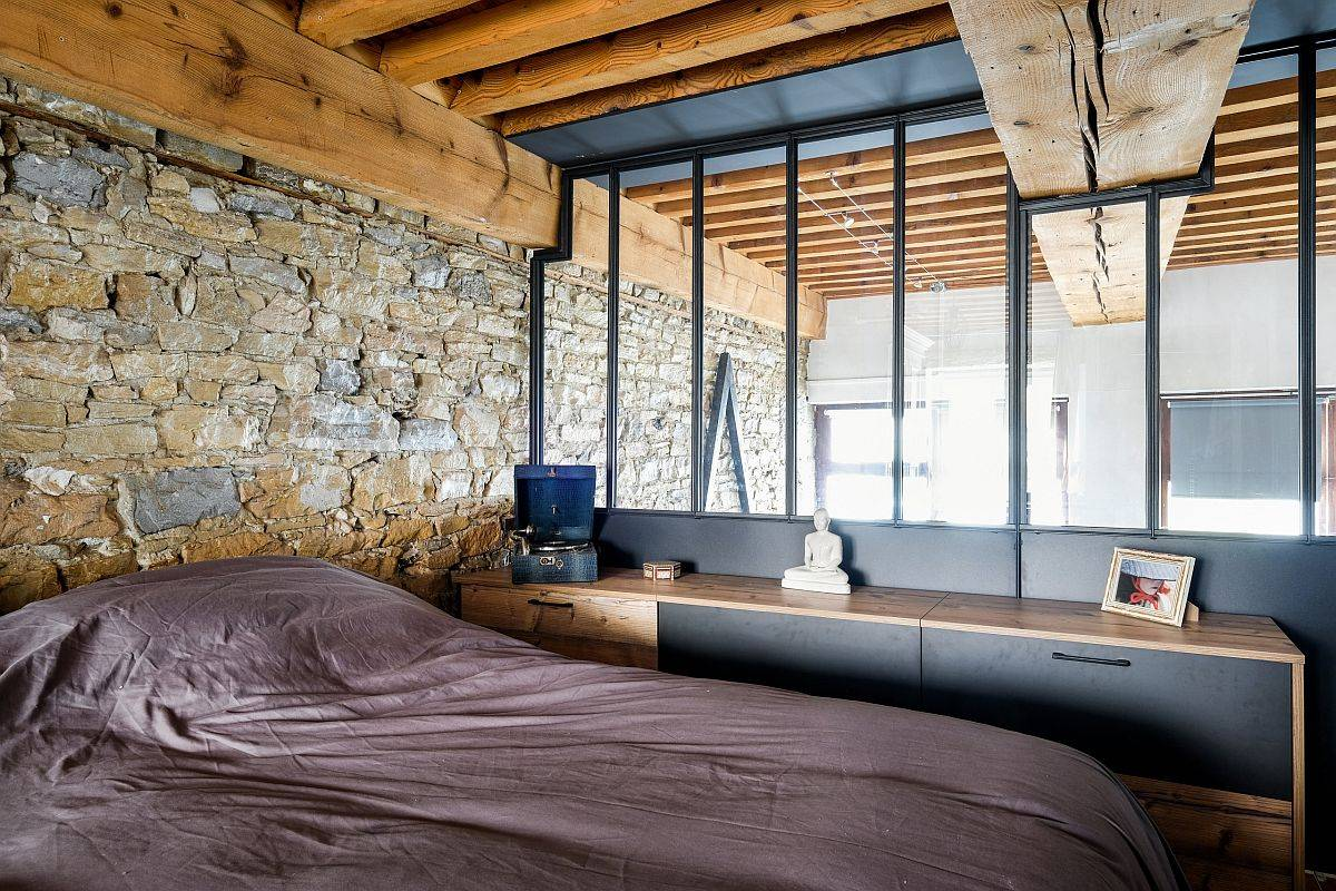 Stunning-bachelor-bedroom-breaks-away-from-the-clutche-sof-gray-with-exposed-stone-and-wood-41108